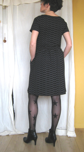Robe jersey noir vagues dos