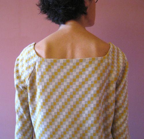 Robe jaune grise col dos