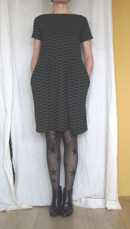 Robe jersey noir vagues devant